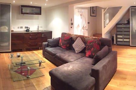 London's Prettiest Mews Home