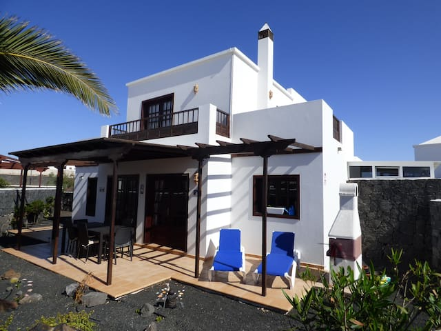 Villa Tropicana, Detached Villa with Hot Tub