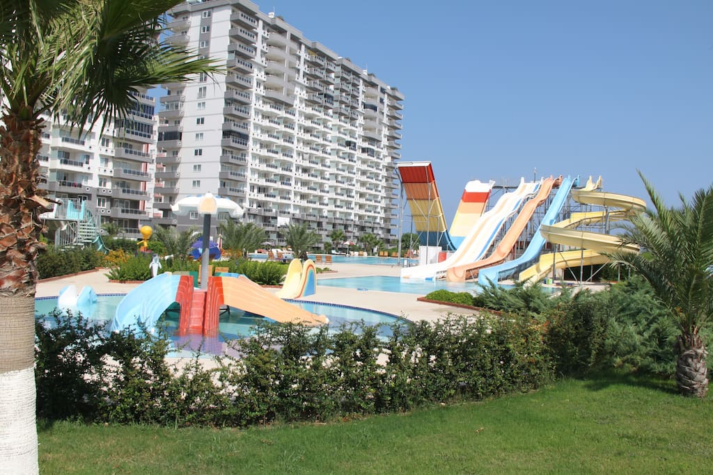 View of the water park, children's pools and our house. Вид на аквапарк, детские бассейны и на наш дом.