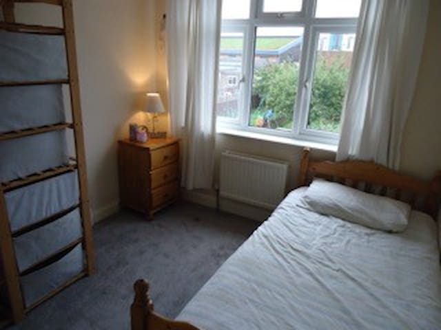 Spacious, Single Bedroom - Enfield