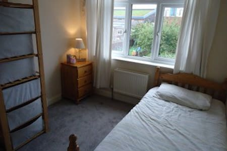 Spacious, Single Bedroom - Enfield - Casa