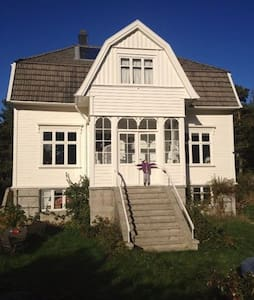 Room at the idyllic, carfree island - Tvedestrand - 独立屋