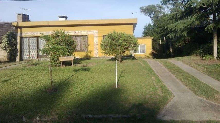 Casa Tres Cuadras de La Playa - Parque del Plata - Casa