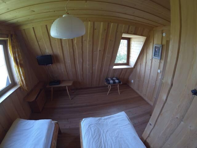II pokój w pięknym drewnianym domu - Czerwienne - Apartment