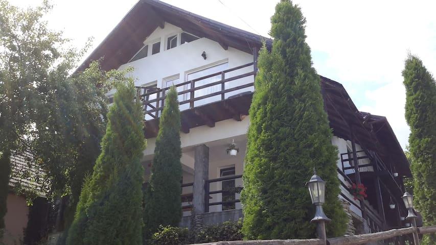 Pensiune la poalele munților - Zărnești - Casa
