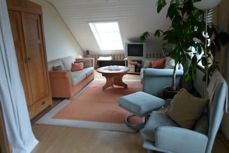 Sehr ruhige 3-Zimmer DG- Wohnung - Mühlhausen-Ehingen - Pis