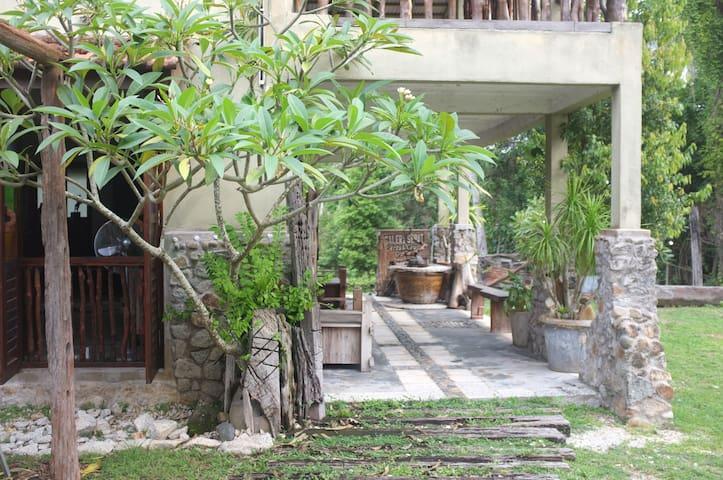 Sepat Village - House by the Beach - Kuantan - Bungalo