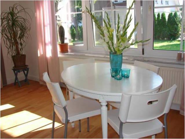 Helle 3-Zi.Wohnung möbliert im EG - Langenargen - Apartment