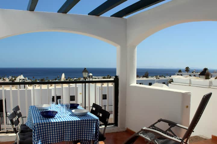 Sunny sea view with swimming pool with aircon