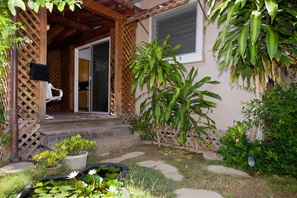 Bungalow by lily pond behind zoo bungalows for rent in honolulu hawaii united states for Houses for rent in hawaiian gardens