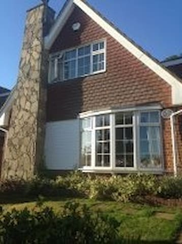 Woods End...[Single Downstairs Rm] - Guildford - Hus