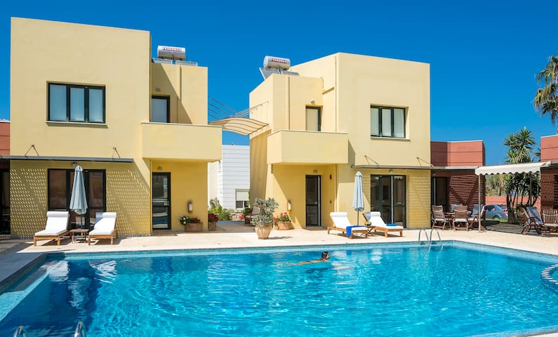 2 Villas,Sleeps 12,Beach, Pool. - Pirgos Psilonerou - Villa