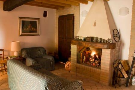 Dimora rurale in borgo tranquillo - Carpineti - Apartemen