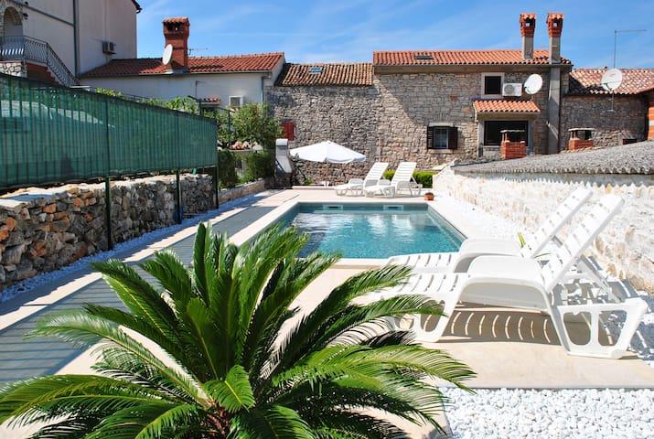 Charming Istrian house with pool - Rovinjsko Selo - Rumah