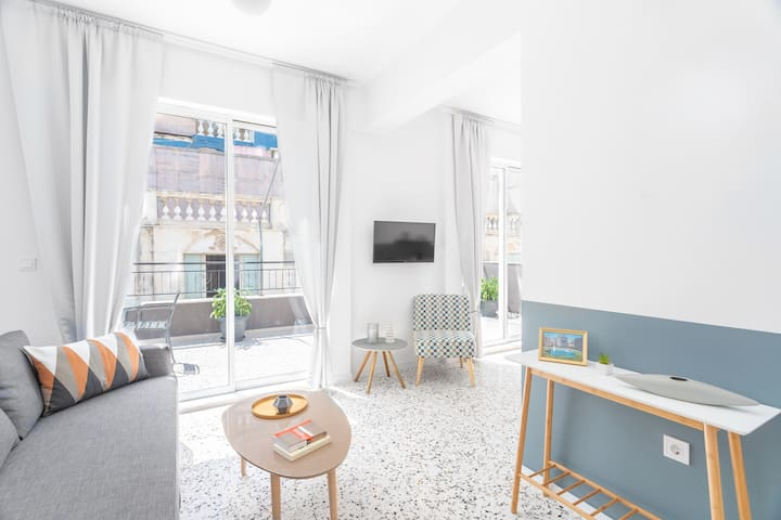 Spacious living room with direct access to the terrace