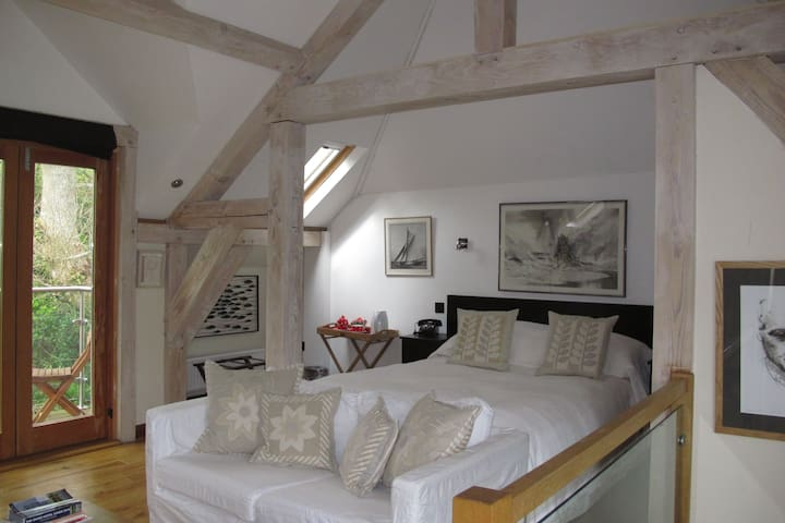 Eco room with balcony over stream - Dittisham, Dartmouth - Bed & Breakfast