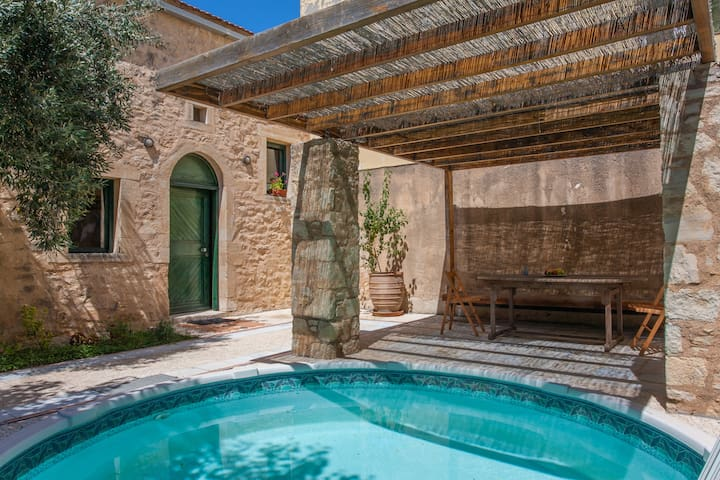 The Milio's House with private pool - Roustika - Casa