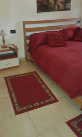 A1 USCITA TERRE DI CANOSSA/CAMPEGIN - Praticello - Apartamento