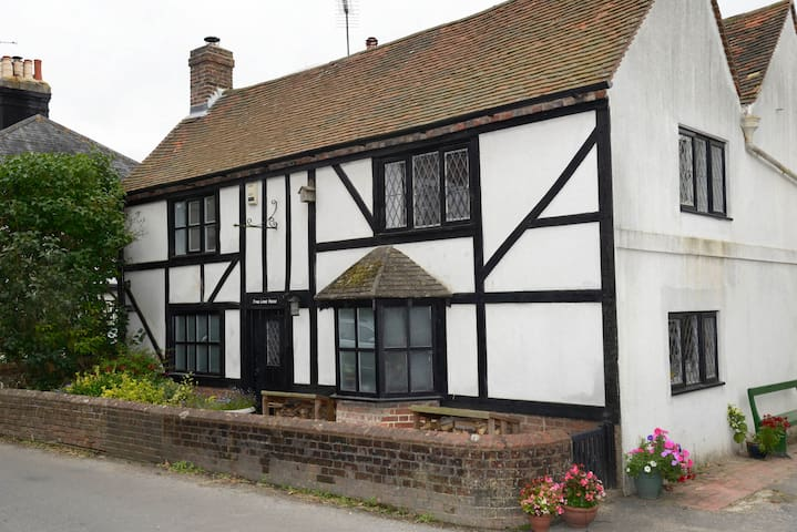 Lovely room in South Downs Cottage - Poynings - Bed & Breakfast