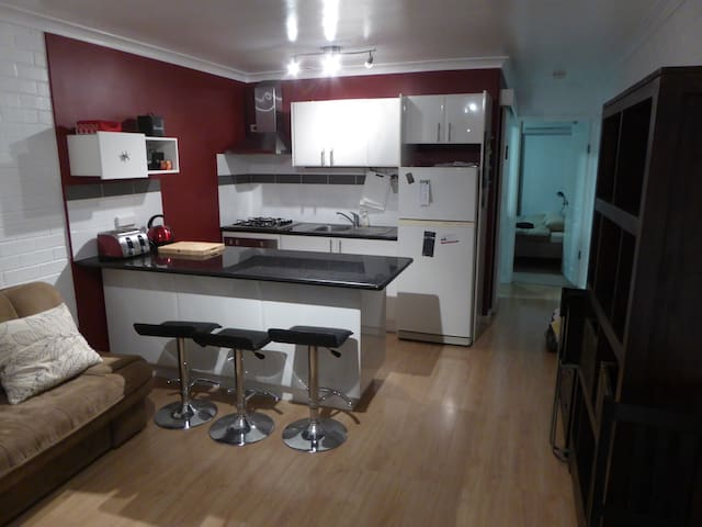 CENTRAL,Clean, cafe strip, quality - East Victoria Park - Apartment