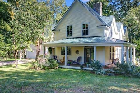 A cozy farmhouse in beautiful Charlotte, Vermont - 夏洛特 - 獨棟