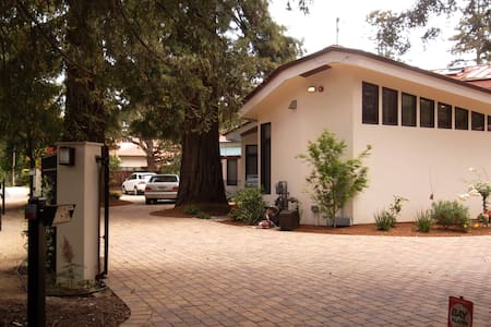 Room type: Entire home/apt Property type: Bungalow Accommodates: 4 Bedrooms: 0 Bathrooms: 1