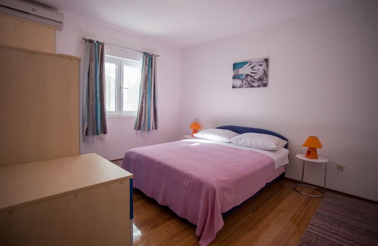 Apartment Duje 1 between Split and Trogir