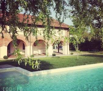 La Scuderia Charming Rooms Coriolan - San Paolo Solbrito - Bed & Breakfast