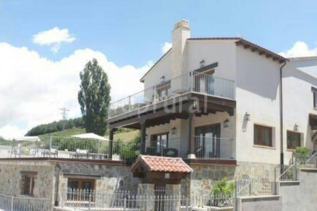 Casa rural diez leguas casas en alquiler en hoyos del - Casa diez dormitorios ...
