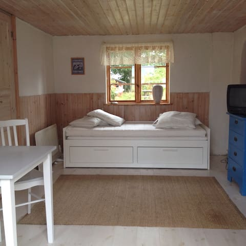Enkelt boende i charmig stuga - Järrestad - Huis