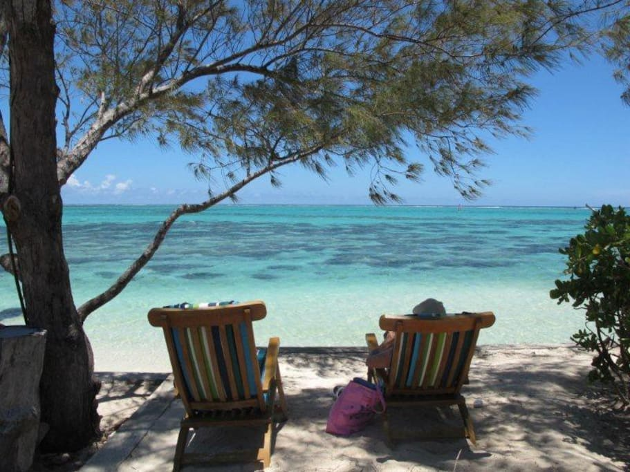 Relaxing in front of the turquoise ocean