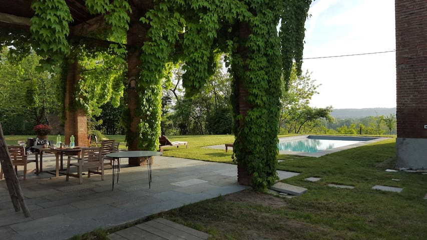 Cascina Coccione farm house with swimming pool - Capriata d'Orba - House
