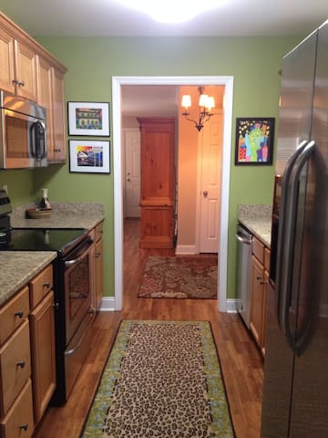 Only 7 miles to Sanford Stadium!! - Athens - Townhouse