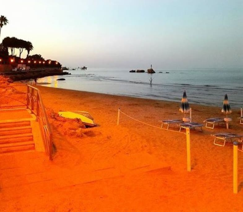 Vasto Marina free or paid beach with services 5 minutes by bus or car  / 20 minutes walk