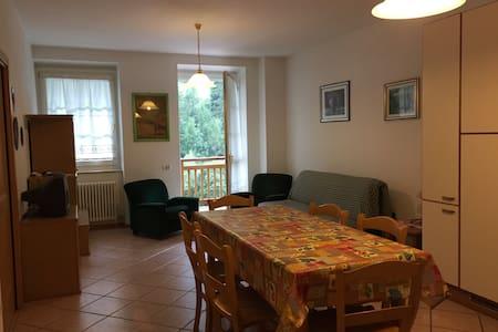 Appartamento 4/6 persone Cogolo - Cogolo - Lägenhet