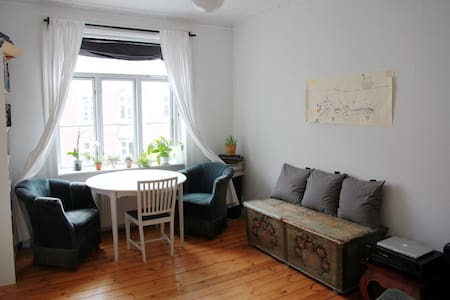 Family-friendly flat near centre