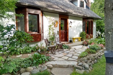 Charming home close to Montreal - Mont-Saint-Hilaire