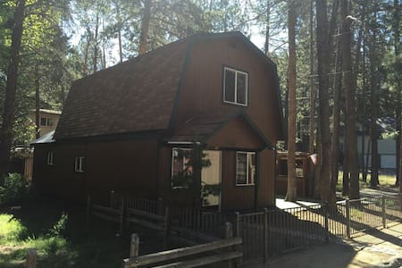 Cozy Cabin Near Everything! - South Lake Tahoe