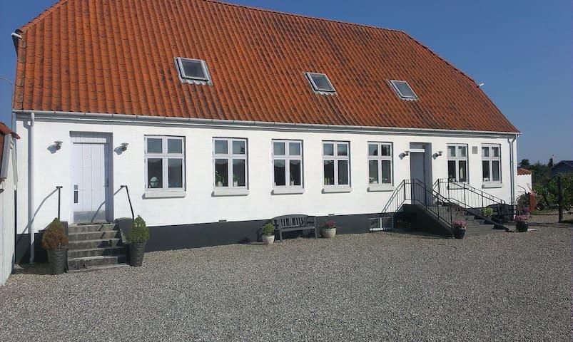 90 m2. Egen indg. 4 rum + BAD,Køkke - Langeskov
