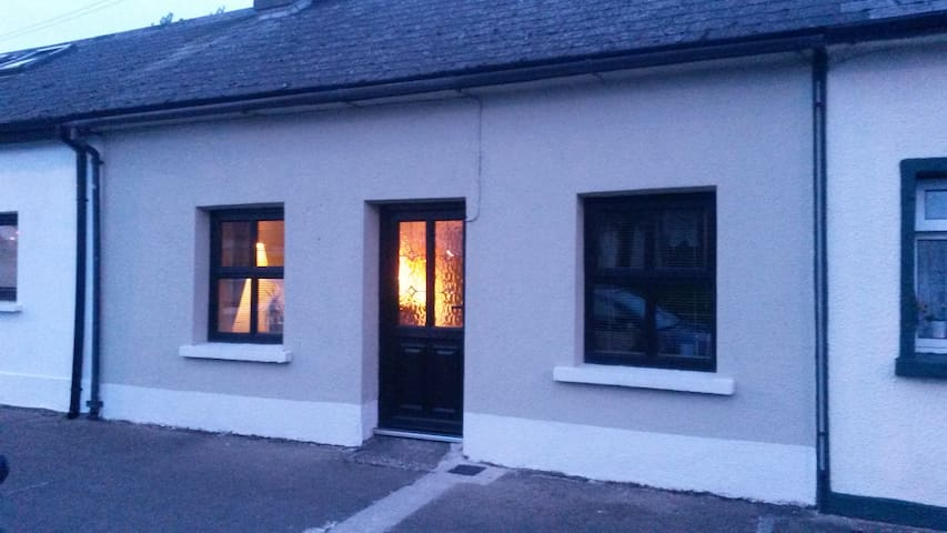 A recently renovated cottage - Dungarvan - Houten huisje