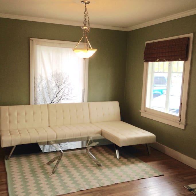 Modular futon/chaise longue converts to sleeper
