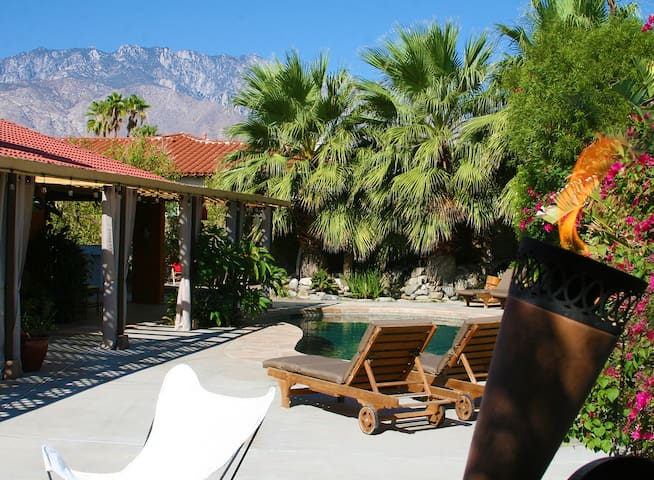 Tiki Island Retreat - Palm Springs - Casa