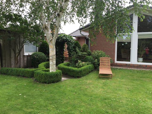 Ferienwohnung mit Terrasse & Garten - Husum - Apartamento