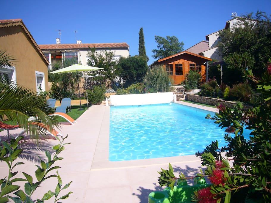 verdure,fleurs,très belle piscine 12mpar4m