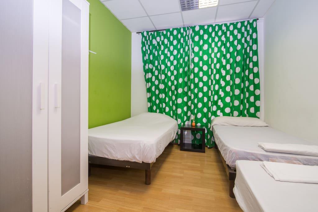 Centro di barcellona stanza tripla appartamenti in for Appartamenti al centro di barcellona