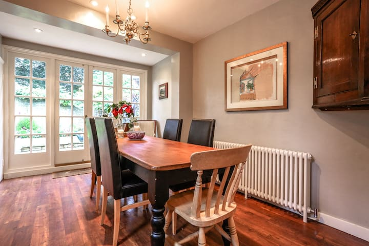 Dining seating area is available upon invitation from the host