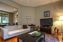 Large Bedroom in townhouse in leafy suburb