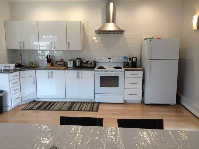 Self contained room near Hwy & Downtown - Thunder Bay - Hus