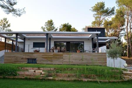 Villa entre Sainte victoire et Mer - Rousset