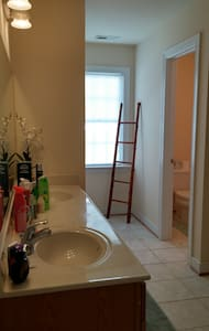 Clean, spacious by Short Pump area - Henrico - House